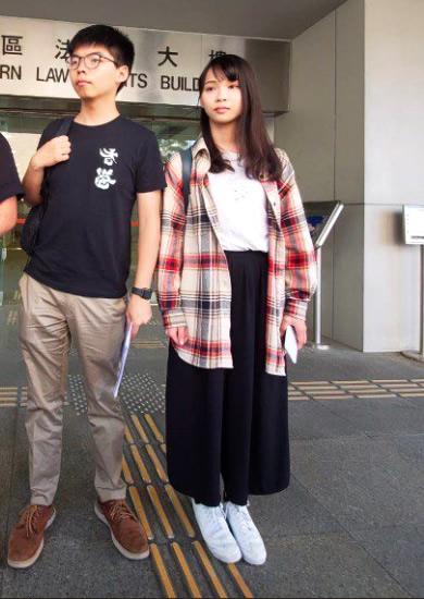 香港の周庭さん(写真右)と黄之鋒氏