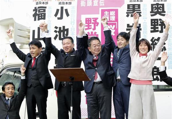 街頭で「桜」をめぐりアピールする立憲民主党の福山幹事長、共産党の小池書記局長ら