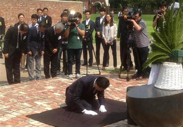 鳩山元首相。2015年8月ソウルの西大門刑務所の跡地で