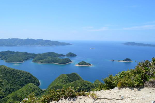 山頂から望む浅茅湾(対馬市オフィシャルホームページより)