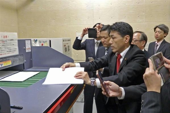 左派野党「桜を見る会」追及本部の議員がシュレッダーを視察