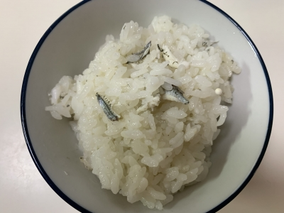 トウゴロウイワシの炊き込みご飯