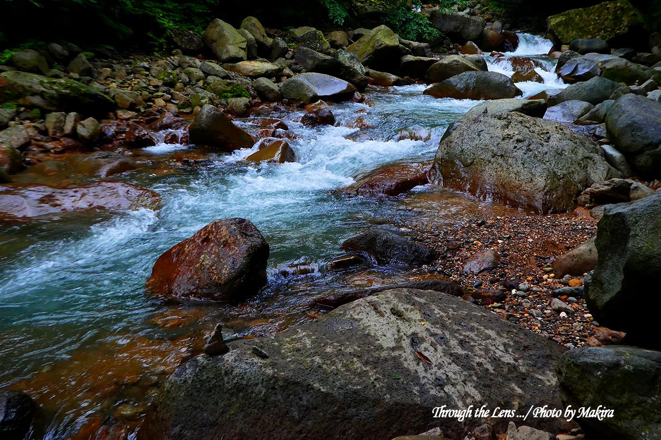 素簾の滝付近のスッカンブルーTZ1