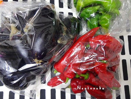 NANTONAKU 10-02  路地販売の野菜 一袋@100円