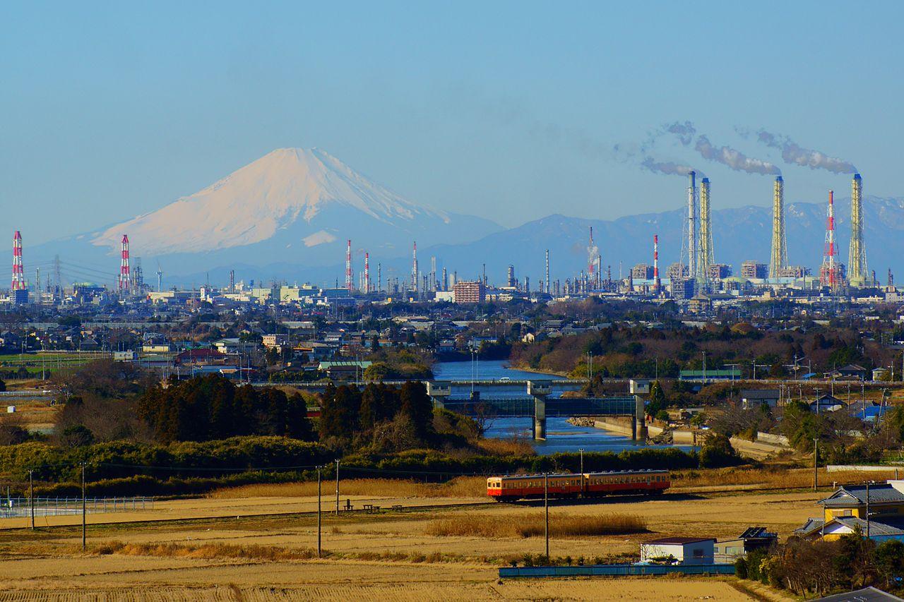 1280px-Mt__Fuji_and_Keiyo_petrochemical_complex.jpg