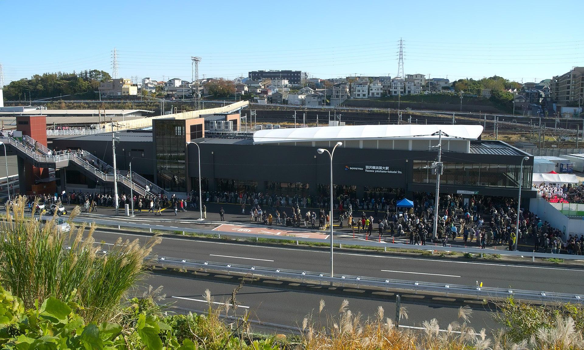 1920px-Hazawa-yokohama-kokudai-Station-Overview.jpg
