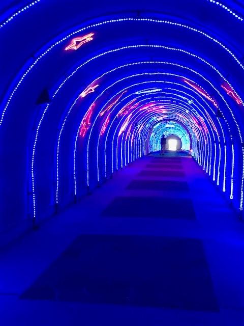 A島マリンパークのホテルの横にはトンネルがあります