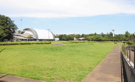 日本初の飛行場滑走路の跡地=所沢市の所沢航空記念公園で