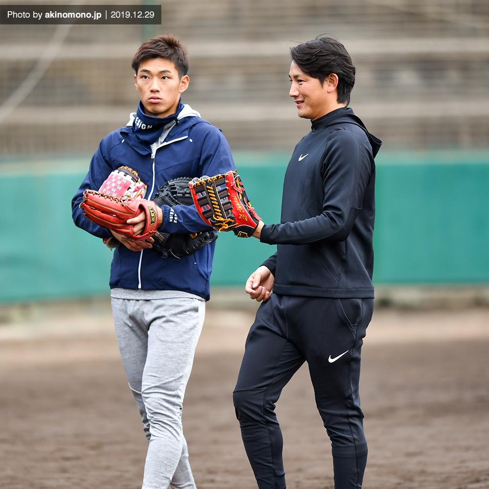 中村奨成選手と小林誠司選手