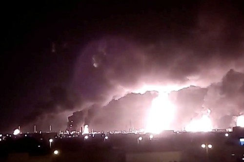 fire saudi oil facility (1)