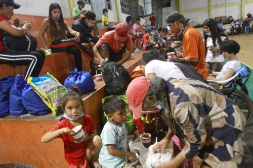 evacuation taal residents (1)