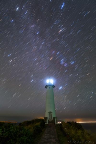 爪木崎灯台と冬の星座日周_20191009-2