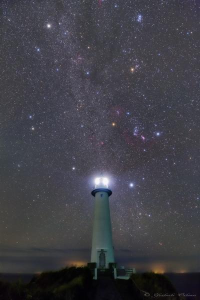 爪木崎灯台と冬の星座_20191009-3