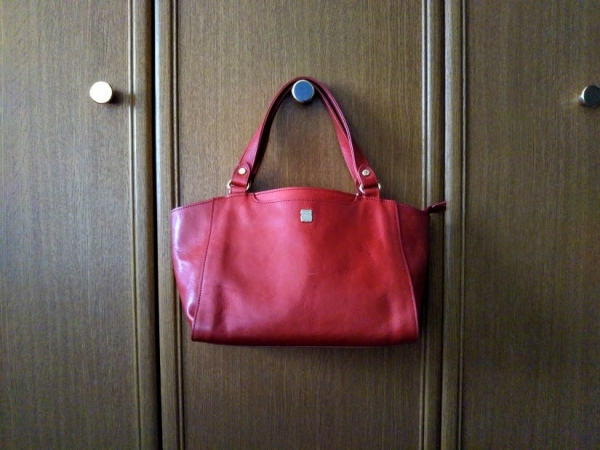 赤の革バッグ小ぶり