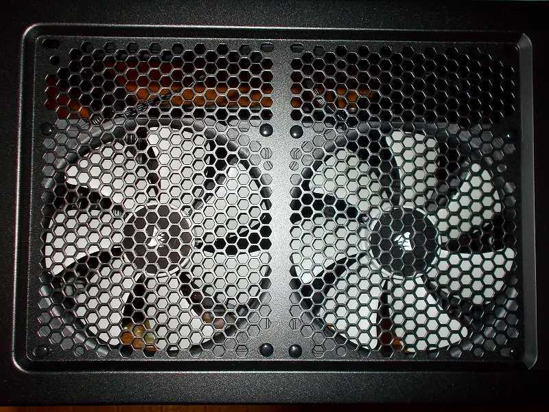 第 3 世代 Ryzen CPU(Zen 2) 自作 PC 組立、PC ケース Fractal Design Define R5 組み込み・セットアップ作業、ケースファン Corsair 140mm PWM ML140 2基 ケーストップ に長尾製作所 リブ無しファン専用簡易固定具 プッシュリベット N-PR01 で取り付け