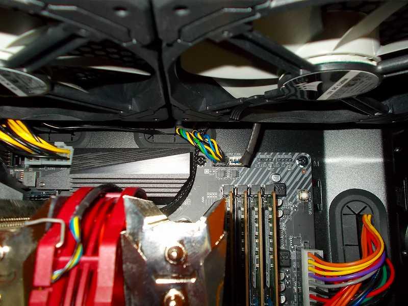 第 3 世代 Ryzen CPU(Zen 2) 自作 PC 組立、PC ケース Fractal Design Define R5 組み込み・セットアップ作業、PC ケーストップ吸気ファン Corsair 140mm PWM ML140 2基+親和産業 2分岐 PWM ケーブル SS-FJCTC3&4-01 - マザーボード GIGABYTE X570 AORUS PRO rev.1.0 CPU_OPT 接続