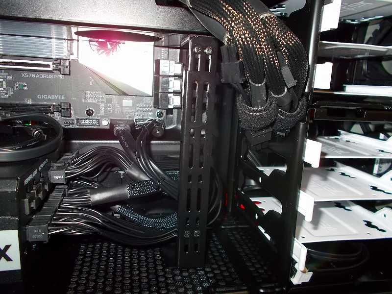 第 3 世代 Ryzen CPU(Zen 2) 自作 PC 組立、PC ケース Fractal Design Define R5 組み込み・セットアップ作業、ビデオカード垂れ下がり防止 長尾製作所 VGA サポートステイ L 自己粘着式 N-VGASTAY02-LONG 設置