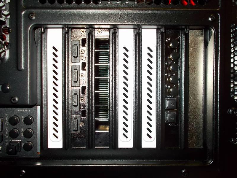 第 3 世代 Ryzen CPU(Zen 2) 自作 PC 組立、PC ケース Fractal Design Define R5 組み込み・セットアップ作業、アイネックス コネクタカバー セット DC-101A 装着、PC ケース Fractal Design Define R5 拡張スロット、サウンドカード Creative Sound Blaster Z SB-Z サンワサプライ 光オーディオ端子コネクタキャップ TK-OPCAP - 2個、ミニジャック(3.5mm)用 - 5個 装着