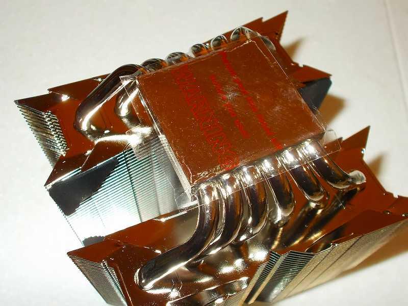第 3 世代 Ryzen CPU(Zen 2)でこだわりの自作 PC を仮組!テストベンチ動作確認編、CPU クーラー Thermalright Silver Arrow 130  装着、Thermalright Silver Arrow 130 ヒートシンク受熱ベースプレートの保護フィルム