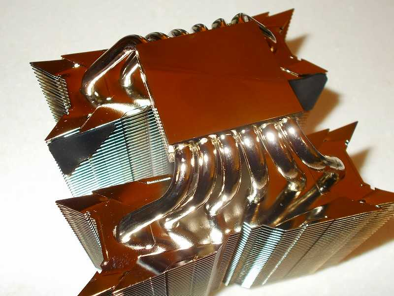 第 3 世代 Ryzen CPU(Zen 2)でこだわりの自作 PC を仮組!テストベンチ動作確認編、CPU クーラー Thermalright Silver Arrow 130 装着、Thermalright Silver Arrow 130 ヒートシンク受熱ベースプレートの保護フィルムをはがす