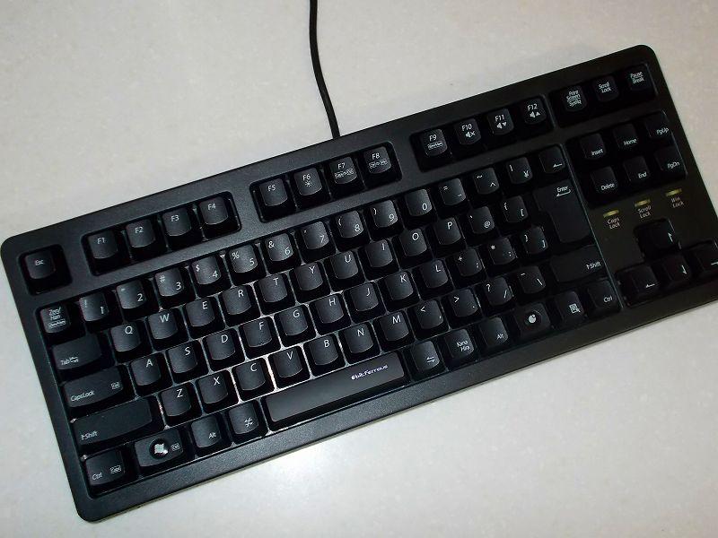 第 3 世代 Ryzen CPU(Zen 2)でこだわりの自作 PC を構成!PC パーツ購入編、自作 PC 周辺機器リスト、キーボード ビット・トレード・ワン テンキーレスゲーミングキーボード BFKB92UP2 開封