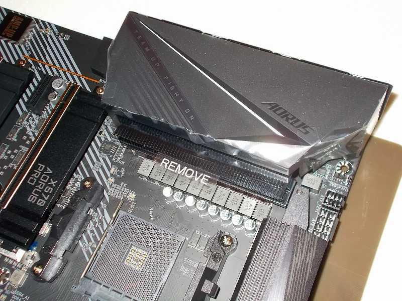 第 3 世代 Ryzen CPU(Zen 2)でこだわりの自作 PC を仮組!テストベンチ動作確認編、マザーボード GIGABYTE X570 AORUS PRO rev.1.0 一体型 I/O バックパネル保護フィルム