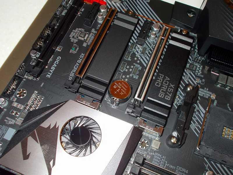 第 3 世代 Ryzen CPU(Zen 2)でこだわりの自作 PC を仮組!テストベンチ動作確認編、マザーボード GIGABYTE X570 AORUS PRO rev.1.0 CR2032 KTS コイン形リチウム電池