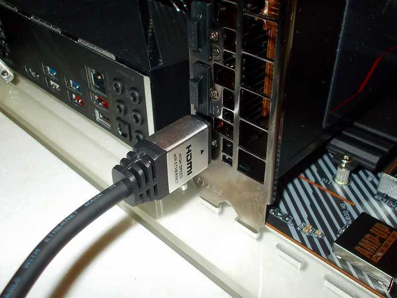 第 3 世代 Ryzen CPU(Zen 2)でこだわりの自作 PC を仮組!テストベンチ動作確認編、HDMI ケーブル HORIC HDM20-884SV 接続