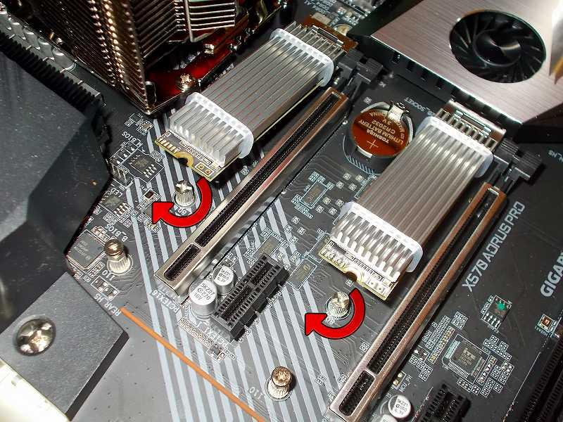 第 3 世代 Ryzen CPU(Zen 2)でこだわりの自作 PC を仮組!テストベンチ動作確認編、マザーボード GIGABYTE X570 AORUS PRO rev.1.0 M.2 SSD スペーサー取り付け、M.2 SSD(NVMe) Crucial NVMe M.2 SSD P1 CT1000P1SSD8JP(M.2 SSD 用ヒートシンク HM-21+M.2 ヒートシンク用 放熱シリコーンパッド HT-13 組み合わせ) 2基 M2A・M2B ソケット装着