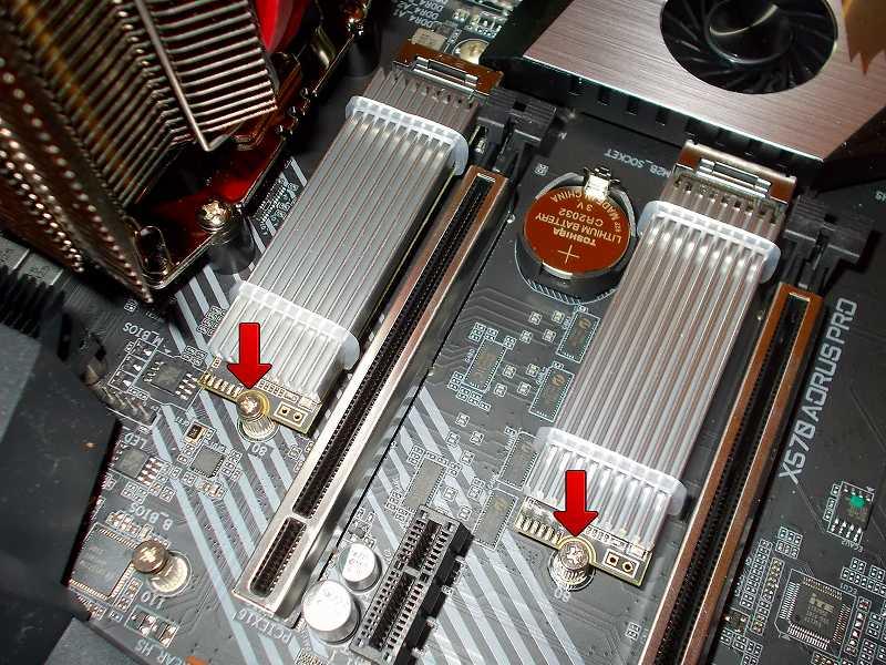 第 3 世代 Ryzen CPU(Zen 2)でこだわりの自作 PC を仮組!テストベンチ動作確認編、M.2 SSD(NVMe) Crucial NVMe M.2 SSD P1 CT1000P1SSD8JP(M.2 SSD 用ヒートシンク HM-21+M.2 ヒートシンク用 放熱シリコーンパッド HT-13 組み合わせ) 2基 ネジ締め固定