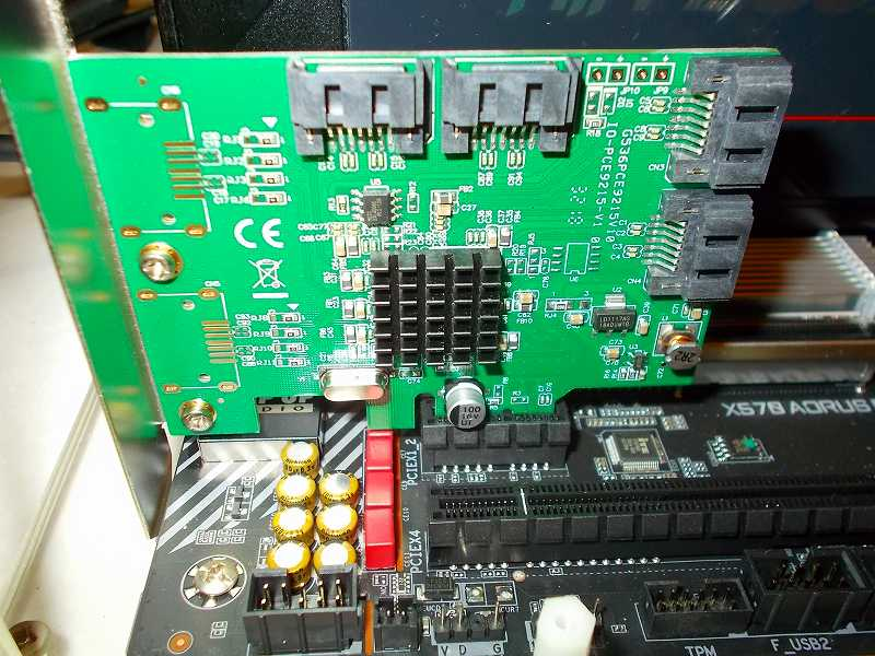 第 3 世代 Ryzen CPU(Zen 2)でこだわりの自作 PC を仮組!テストベンチ動作確認編、SATA カード I/O Crest PCIe SATA カード 4ポート(Marvel 88SE9215)、マザーボード GIGABYTE X570 AORUS PRO rev.1.0 PCIe(PCIEX1_2) スロット接続