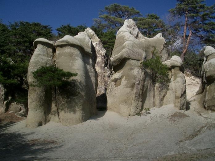 6 浄土松公園のきのこ岩