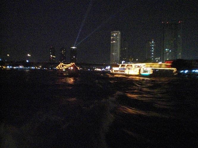 5 09.1.3チャオプラヤー川夜景 (3)