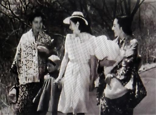 右・新しき土 左・伊豆の踊子 (2)