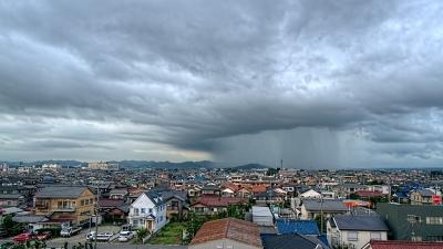 町に降り注ぐ雨