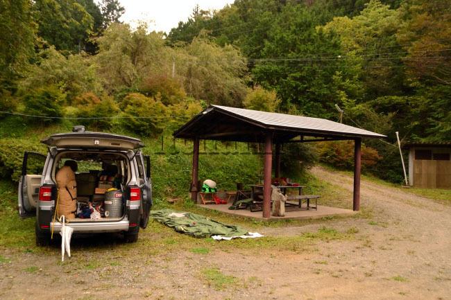 何がなんでもキャンプだし せせらぎ荘キャンプ場 ヤマネ 天然記念物 非オートサイト 東屋 都留市 テンティピ ココア トイプードル 初キャンプ