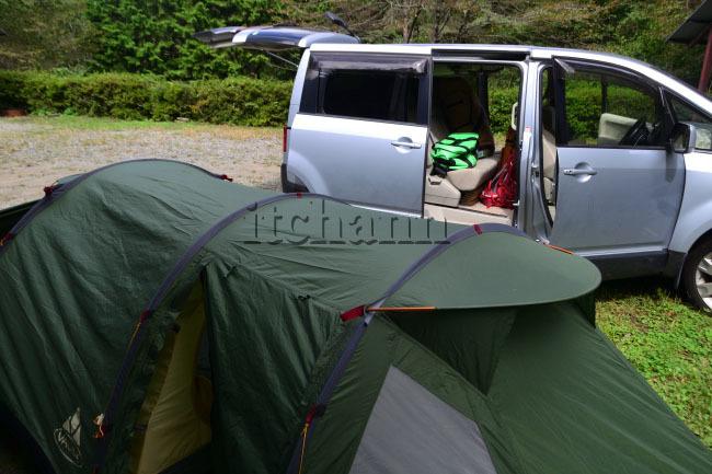 何がなんでもキャンプだし せせらぎ荘 キャンプ ファウデ トンネル型 テント ファーリット