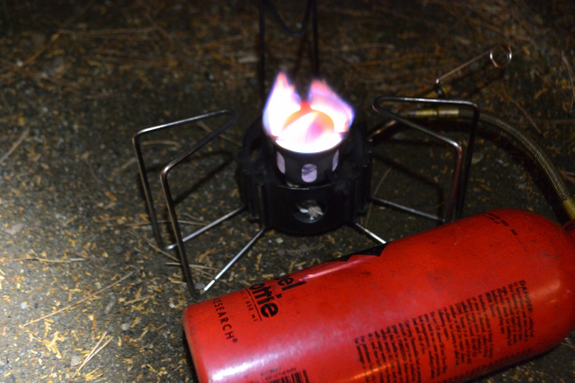 何がなんでもキャンプだし すげのレジャー 薪 含水 薪スト 強制乾燥 焚火 MSR ドラゴンフライ スノーピーク 焚火台 UJack ダッチオーブン
