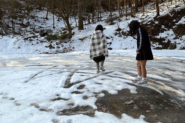 何がなんでもキャンプだし すげのレジャー 都留市 キャンプ 釣り ニジマス 管理 雪 林道 凍結 転倒