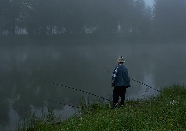 何がなんでもキャンプだし すげのレジャー 管理釣り場 マス釣り Александр МаксимовによるPixabayからの画像 まずめ時