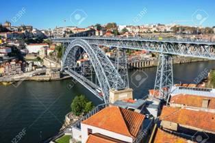 72700017-ドン-ルイス-1-世橋はポルトの都市とポルトガルのヴィラ-・-ノヴァ-・-デ-・-ガイアのドウロ川にまたがるダブルで飾られた金属アーチ橋[1]