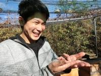 初めての手乗りミツバチに感動のM君(^^)(20191223)