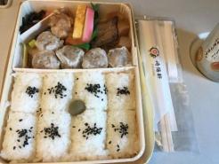 200111崎陽軒駅弁昼食