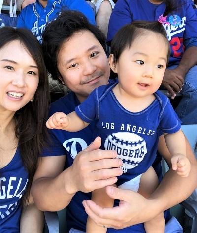 ドジャースタジアムの親子三人