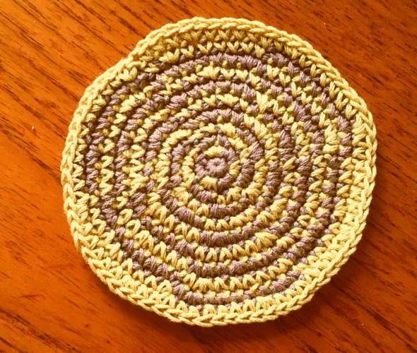 かぎ針編みぐるぐるコースターウズマキ
