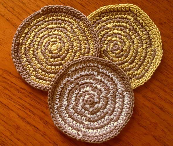 かぎ針編みぐるぐるコースターウズマキ3枚