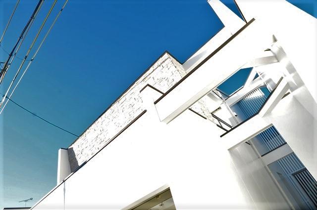 京都市北区紫竹,モダンな注文住宅,外観,一級建築士事務所,こだわりの家,デザイナーズ住宅,かっこいい家,おしゃれな家,リビングダイニング,無垢フローリング,ホームエレベーター,エコスマートファイヤー,グラフテクトキッチン,タイル張り,白い外壁,石張り壁,勾配天井,無垢フローリング