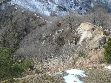 山頂手前のガレ場
