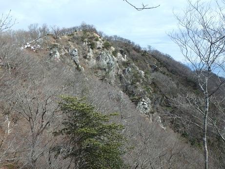 稜線岩場を振り返る