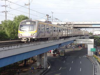 1280px-Line_2_train_(Nagtahan,_Santa_Mesa,_Manila)(2017-09-22)